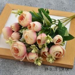 Букет ранункулюсов Мадлен кремово-розовый 30 см