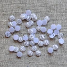 Полубусины белые в пупырышках 1 см 50 шт.