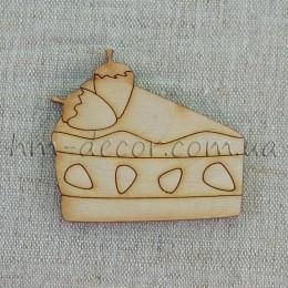 Деревянная фигурка -  торт с клубникой  52*57 мм