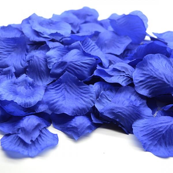 Лепестки роз синие