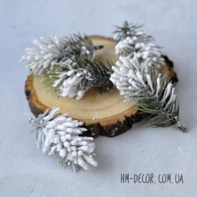 Веточка ели мини в снегу 9 см