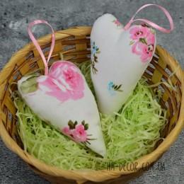 Сердце-подвеска из ткани белое с розовыми цветочками 6*10 см 1 шт.