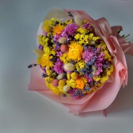 Букет из сухоцветов 104 с желтой статицей и гелихризумом 25 см