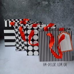 Пакет подарочный черно-белый с биркой 14*15 см