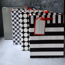 Пакет подарочный черно-белый с биркой 18*23 см