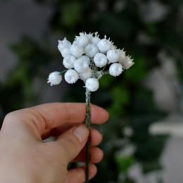 Шиповник белый с глиттером на ветке 17 см