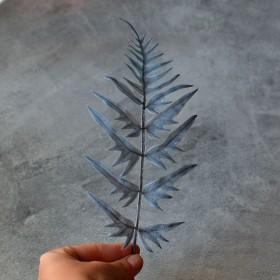 Лист папоротника фигурный синий премиум 24 см