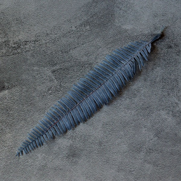 Лист папоротника узкий синий премиум 23 см