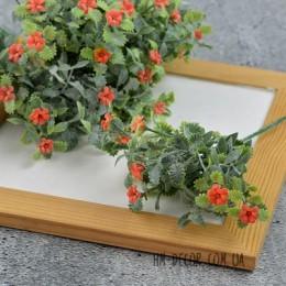 Веточка пышная с оранжевыми цветочками 20 см